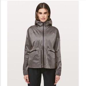 Lululemon NWT Drizzle Down Jacket Taupe Black 2